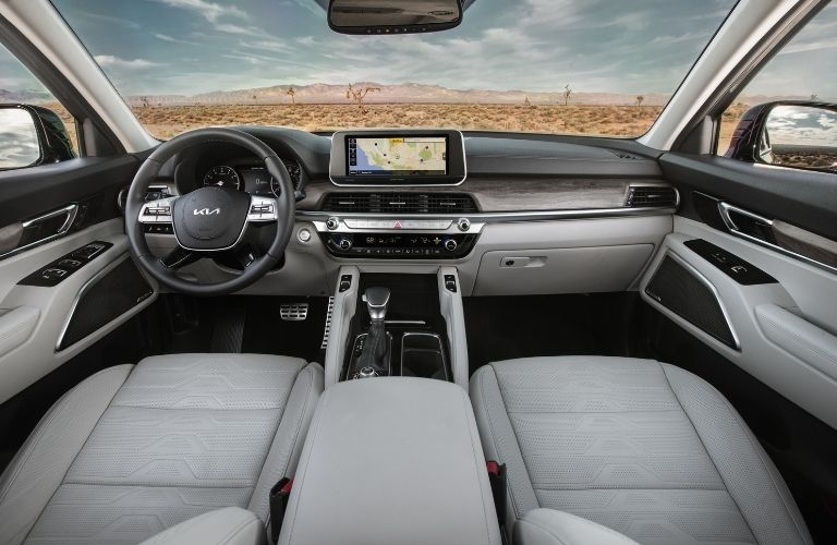 2022 Kia K5 Steering, infotainment features, and dashboard