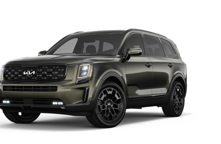 Front end view of the 2022 Kia Telluride dark moss in color
