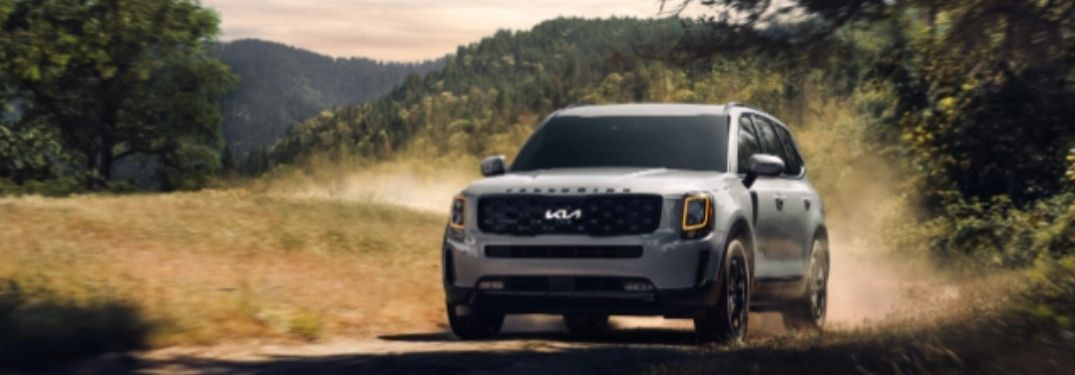 2022 Kia Telluride running in the forest