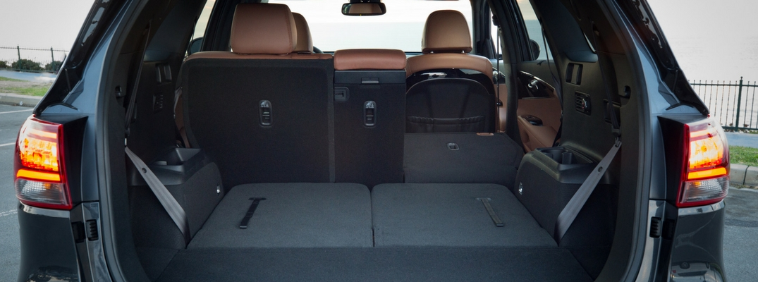 2019 Kia Sorento Lifgate Up and Revealing Cargo Space