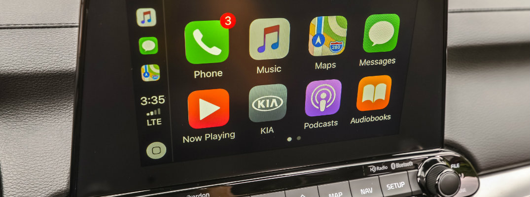Apple CarPlay and touchscreen in the 2019 Kia Forte