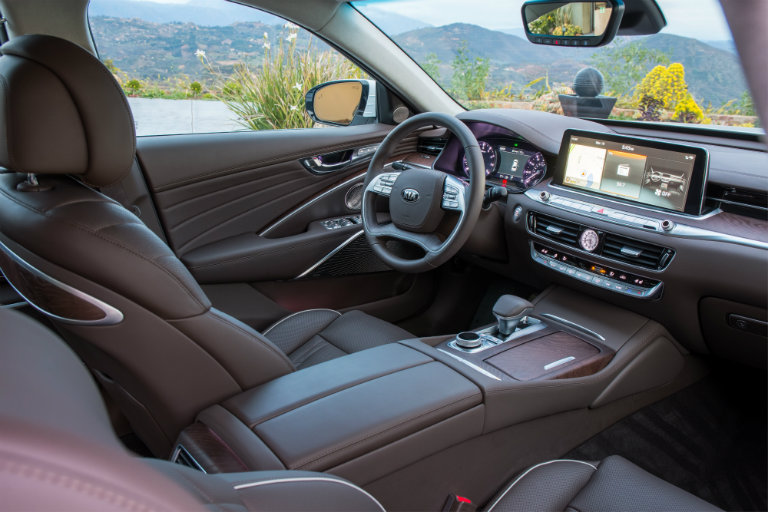 Front seats and steering wheel of the 2019 Kia K900