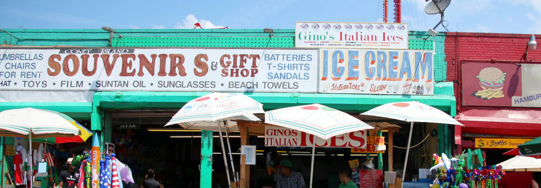 restaurant and ice cream shops near beach