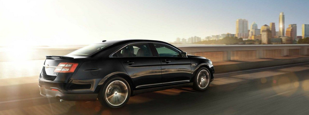 2018 Ford Taurus Driving Towards a City