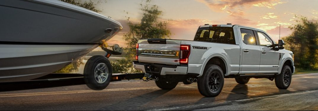 What is the towing capacity of the 2020 Ford Super Duty pickup models?