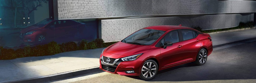 What are the technology features offered in the 2020 Nissan Versa?