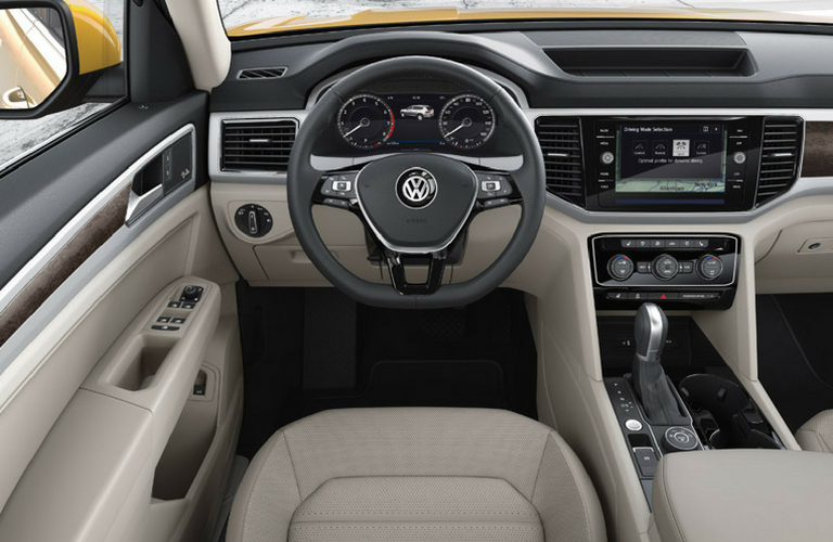 2018 Volkswagen Atlas dash and wheel view