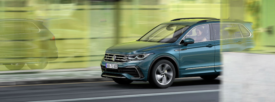 A left profile photo of the Volkswagen Tiguan.