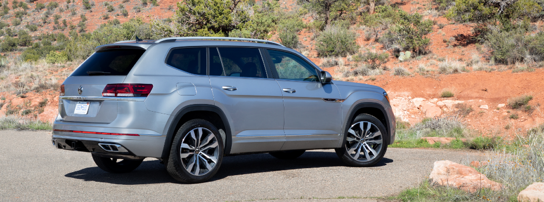 A right profile photo of the 2021 Volkswagen Atlas.
