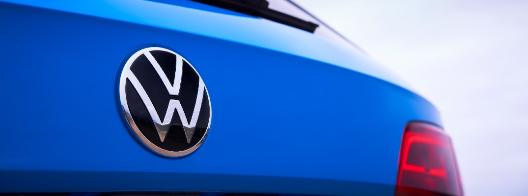 A photo of the VW badge worn on the back of the 2022 Volkswagen Taos.