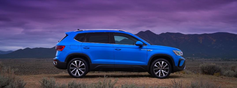 The 2022 Volkswagen Taos facing left in the desert.