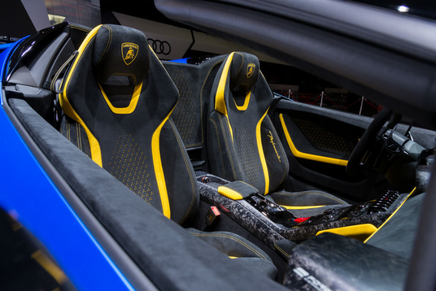 Blue 2019 Lamborghini Huracan Performante Spyder Interior Cabin Seating