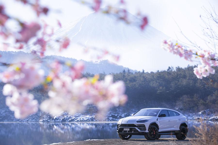 2018 Lamborghini Urus Exterior in Fuji