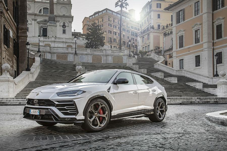 2018 Lamborghini Urus Exterior in Rome