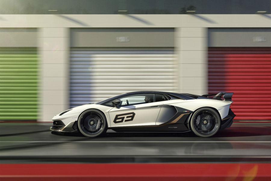 2019 Lamborghini Aventador SVJ White Exterior Driver Side Profile