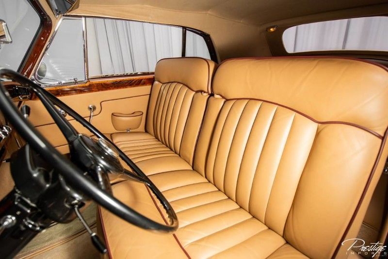 1961 Rolls-Royce Silver Cloud II Interior Cabin Front Seating