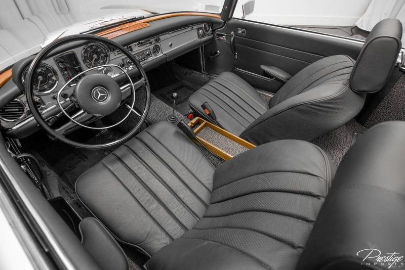1968 Mercedes-Benz 280SL Convertible Interior Cabin Dashboard