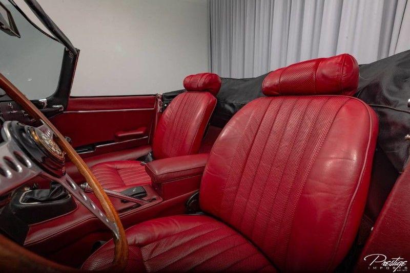 1970 Jaguar E-Type Interior Cabin Seating