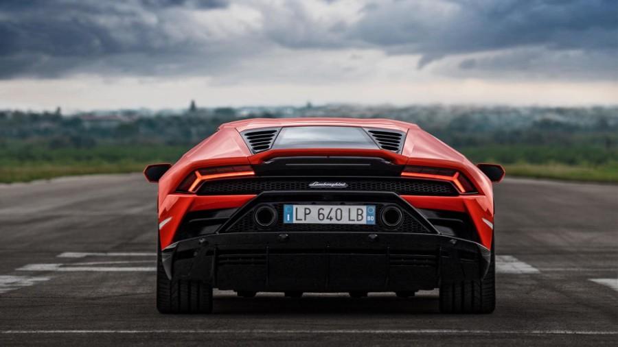 2020-Lamborghini-Huracan-EVO-Exterior-Rear-Fascia