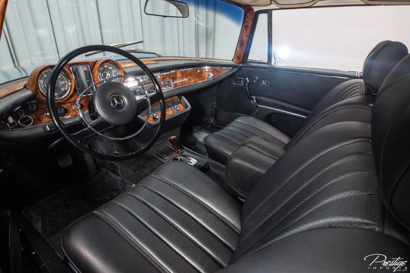 1970 Mercedes-Benz 280 SE Coupe 3.5 Interior Cabin Dashboard