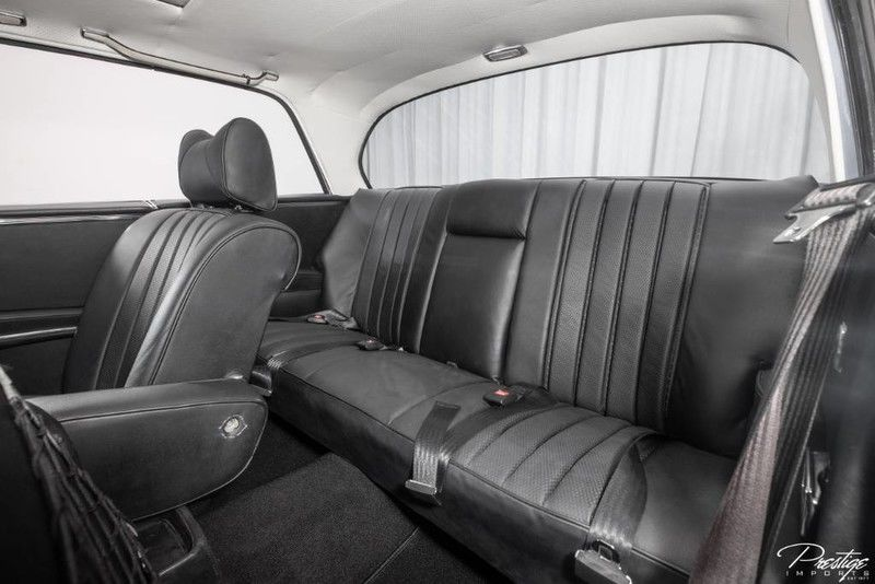 1970 Mercedes-Benz 280 SE Coupe 3.5 Interior Cabin Rear Seating