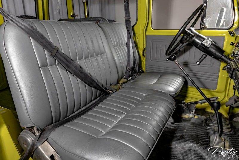 1983 Toyota Land Cruiser FJ40 Interior Cabin Front Seating