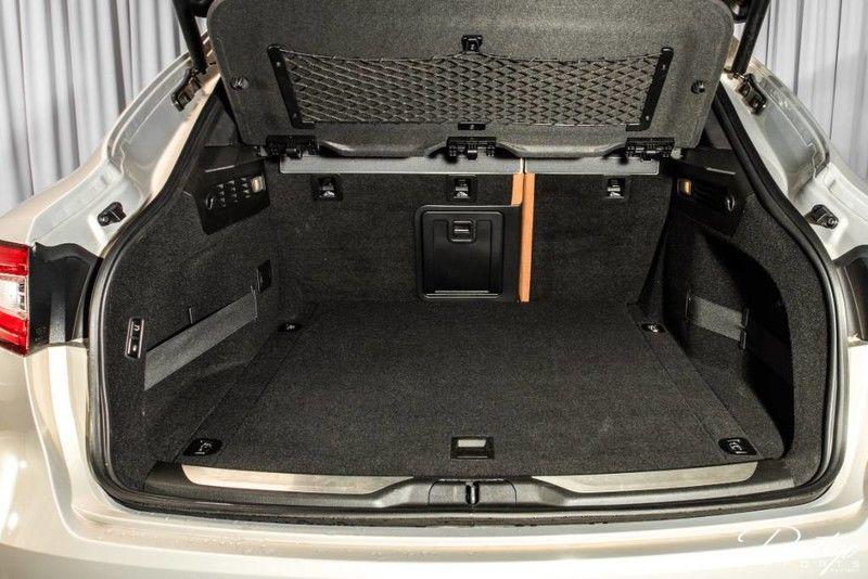 2017 Maserati Levante S Interior Cabin Cargo Hold