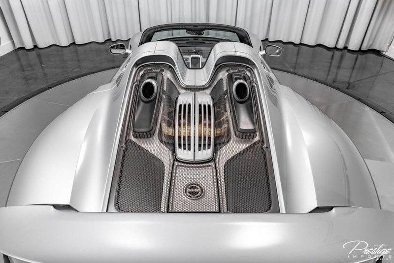 2015 Porsche 918 Spyder Exterior Engine Bay