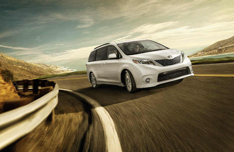 Standard features in the 2016 toyota sienna limited for Should i buy a toyota sienna or honda odyssey