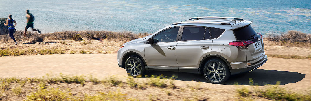2018 Toyota RAV4 Utility & Convenience Features_o