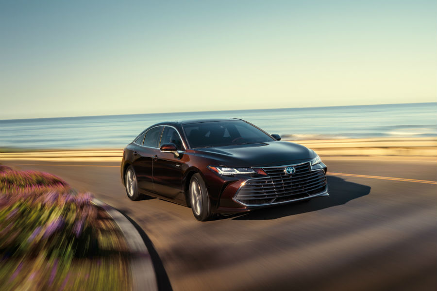 2019 Toyota Avalon Exterior Passenger Side Front Angle