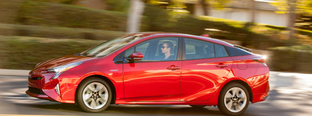How far can the 2016 Prius drive on one tank of gas?