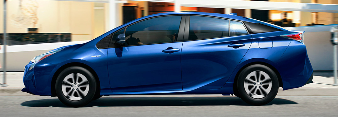What is the driving range of the 2017 Prius?