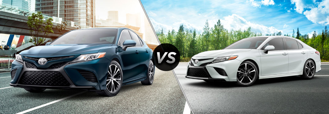 split screen of the 2018 Toyota Camry SE vs 2018 Toyota Camry XSE
