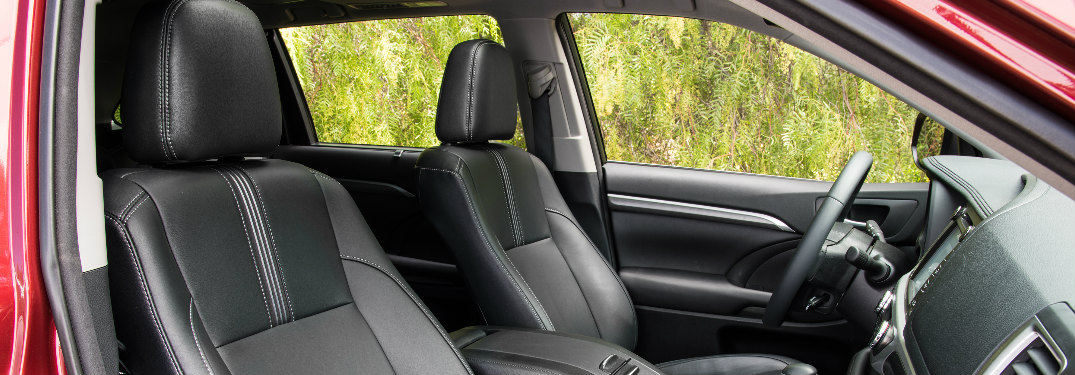2018 Toyota Highlander front seats and steering wheel