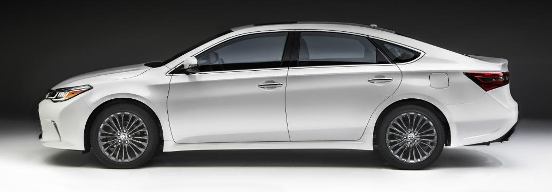 2018 Toyota Avalon in white side profile