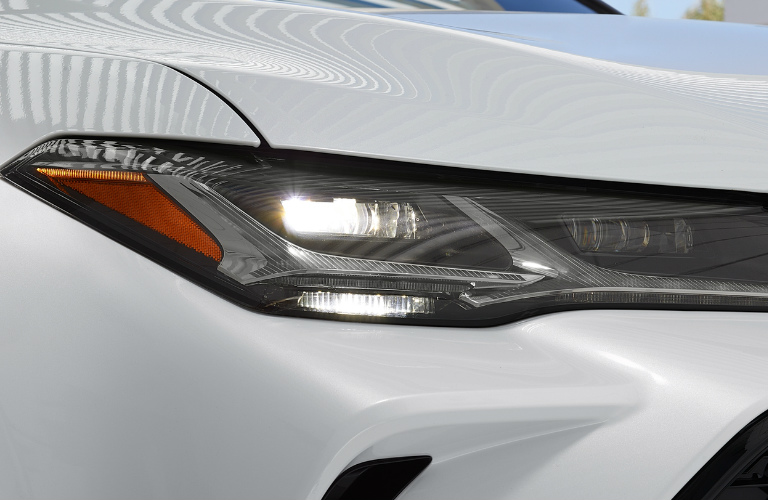 2019 Toyota Avalon right front headlight