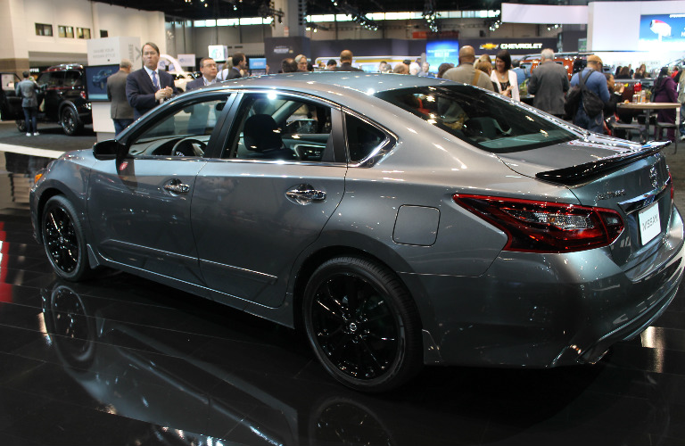 2017-nissan-midnight-edition-models-chicago-auto-show-display