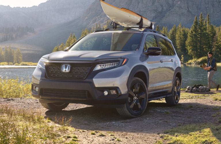 2019 Honda Passport Elite with kayak on roof