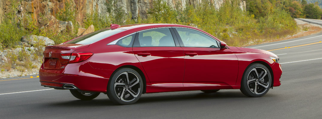 A right profile photo of the 2020 Honda Accord.