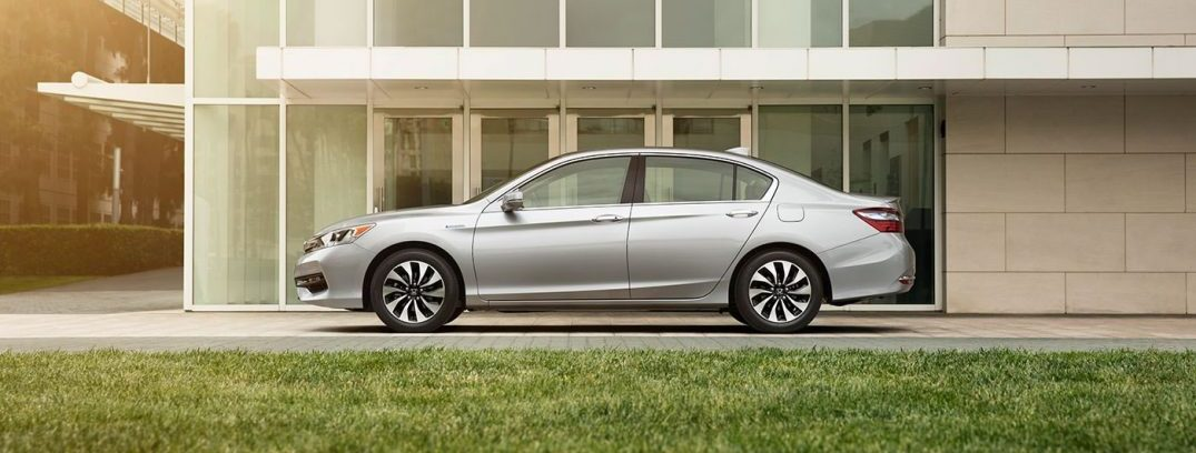2017 accord hybrid ex-l exterior driver profile static grass