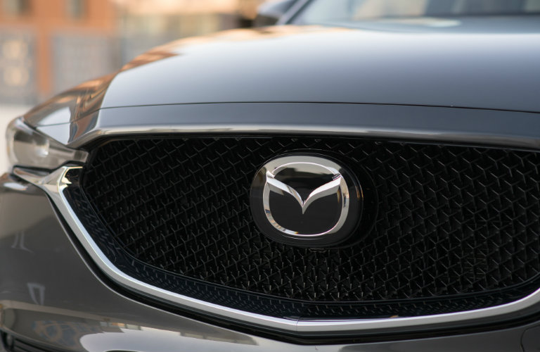 Close-up-of-2018-Mazda-CX-5-front-grille
