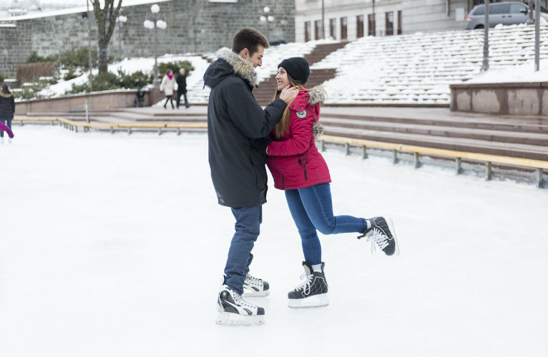 Couple-ice-skating-outside