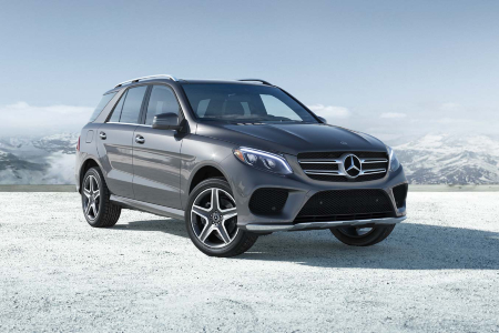 2019 Mercedes-Benz GLE driving in mountains