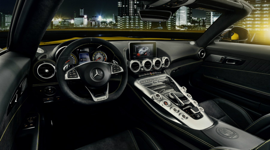 Cockpit view in the 2019 Mercedes-AMG® GT Roadster