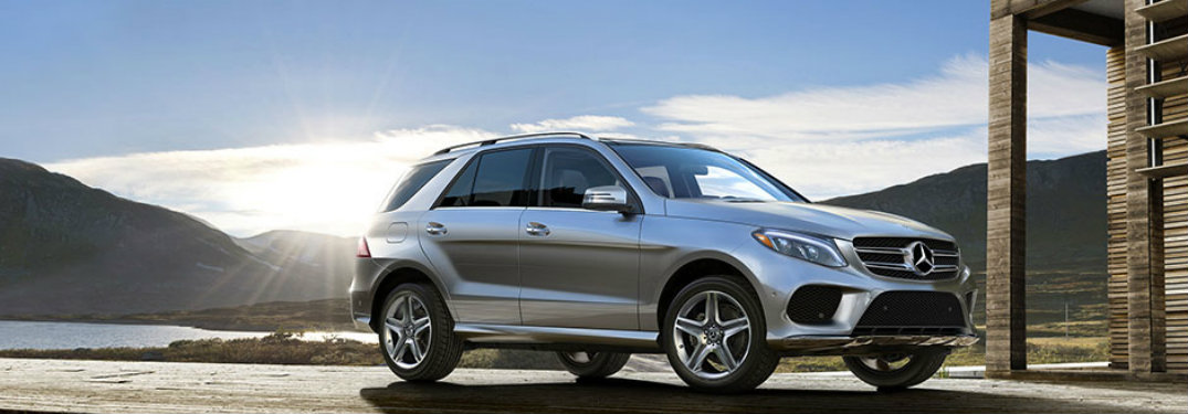 2018 Mercedes-Benz GLE driving down the road