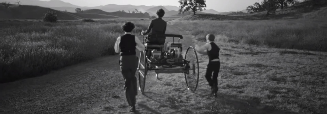 Bertha Benz and sons in Mercedes-Benz commercial