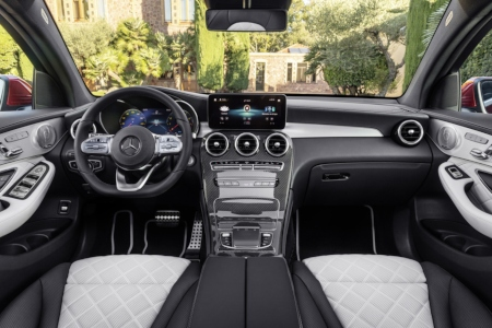 Cockpit view in the 2020 Mercedes-Benz GLC Coupe
