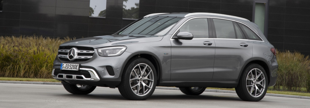 Side view of a silver Plug-in Hybrid Mercedes-Benz GLC 350e 4MATIC EQ Power