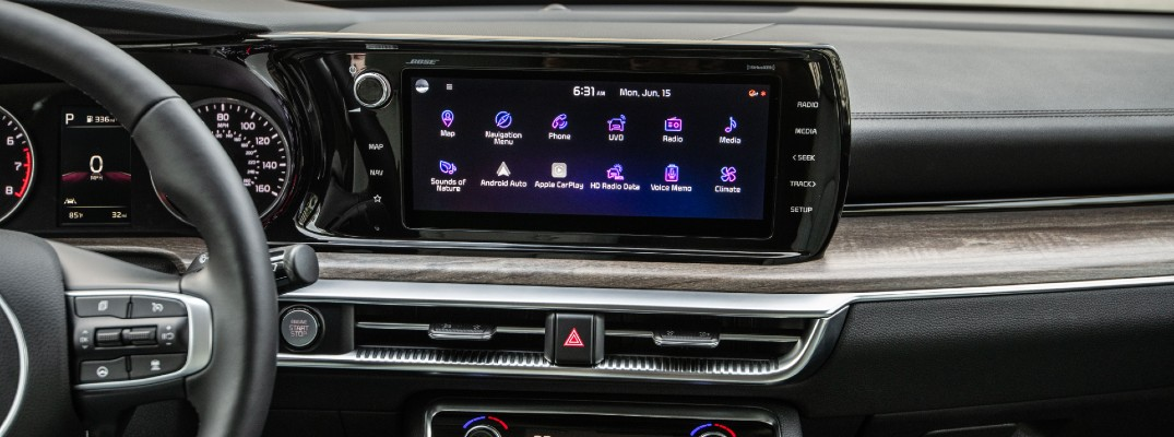 A photo of the touchscreen display in the 2021 Kia K5.